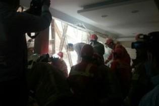 ریزش ساختمان سه طبقه در خیابان مهرآباد جنوبی