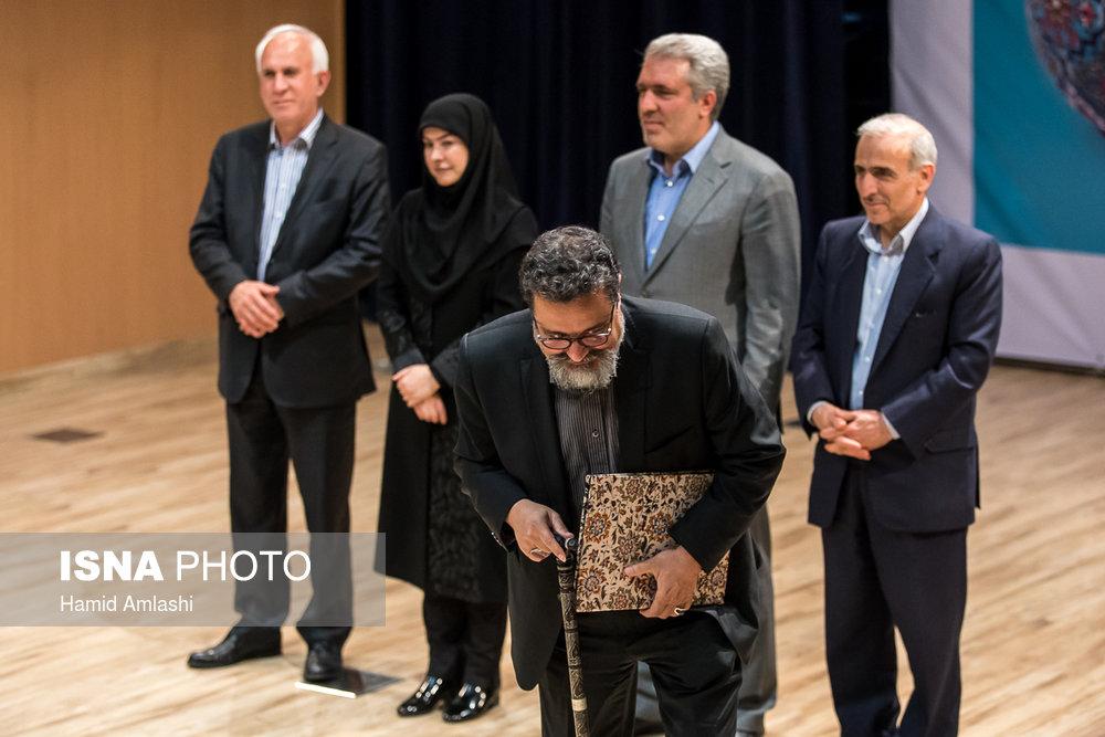 تقدیر از هنرمندان پیشکسوت صنایع دستی در مراسم افتتاح نمایشگاه دایمی صنایع دستی